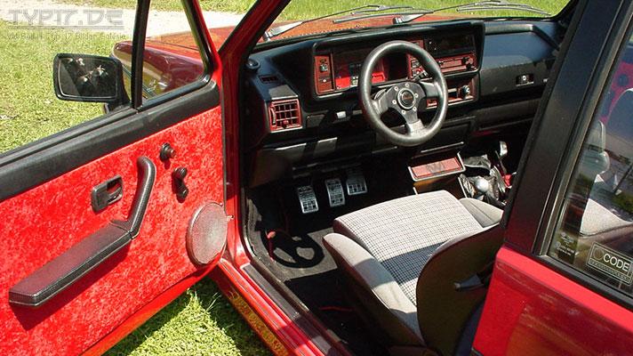 vw golf 1 rotes cockpit. Black Bedroom Furniture Sets. Home Design Ideas